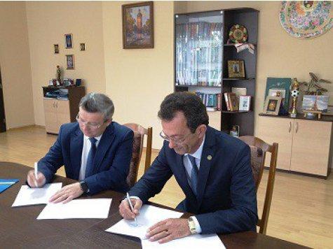 An agreement for double degree diploma was signed by D. A. Tsenov Academy of Economics and the Donetsk National University in Vinnitsa, Ukraine.